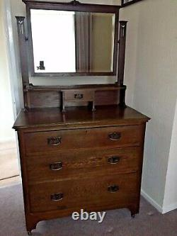 Antique Arts and crafts Art Nouveau solid Oak Dressing Table/chest of drawers