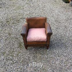 Beautiful Antique Arts and Crafts Tan leather arm chair