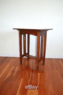 Beautiful solid oak Arts and Crafts side table lamp table circa. 1910