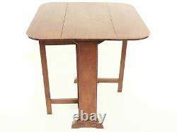 English Arts and Crafts Cotswold Oak Drop Leaf Table