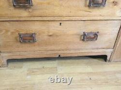 Very pretty Arts and Crafts dressing table/chest of drawers in oak circa 1910